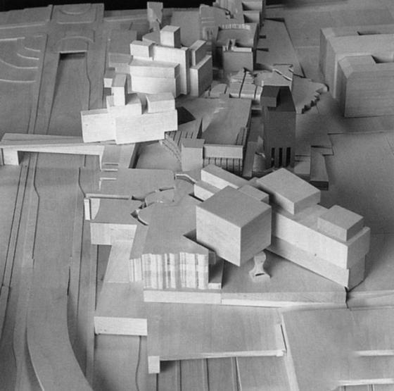 姓名:彼得埃森曼 性别:男 国籍:美国 专业:建筑设计 标签:建筑设计、城市设计、室内外设计、区域规划、环境设计 在埃森曼建成的建筑作品中,1989年完成的哥伦布市俄亥俄州立大学维克斯那视觉艺术中心和艺术图书馆在国际建筑界赢得了广泛赞扬,并荣获美国建筑师学会颁发的1993年度国家荣誉奖。埃森曼设计的位于柏林的查理检查站和柏林墙附近的公益住宅建筑曾受到当时联邦德国政府的高度评价,并被选为柏林建市750年纪念邮票上的图案。他还为东京市设计了两幢办公楼布谷公司大楼和小泉三洋公司总部大楼,并因此荣获美国建筑